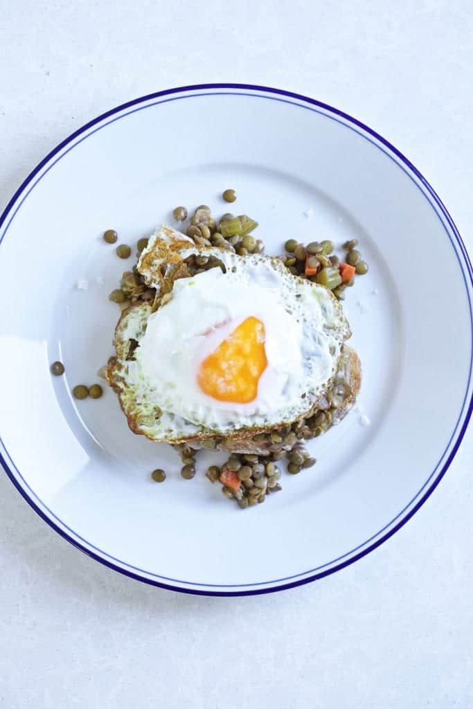 Italian stewed lentils with egg and bread