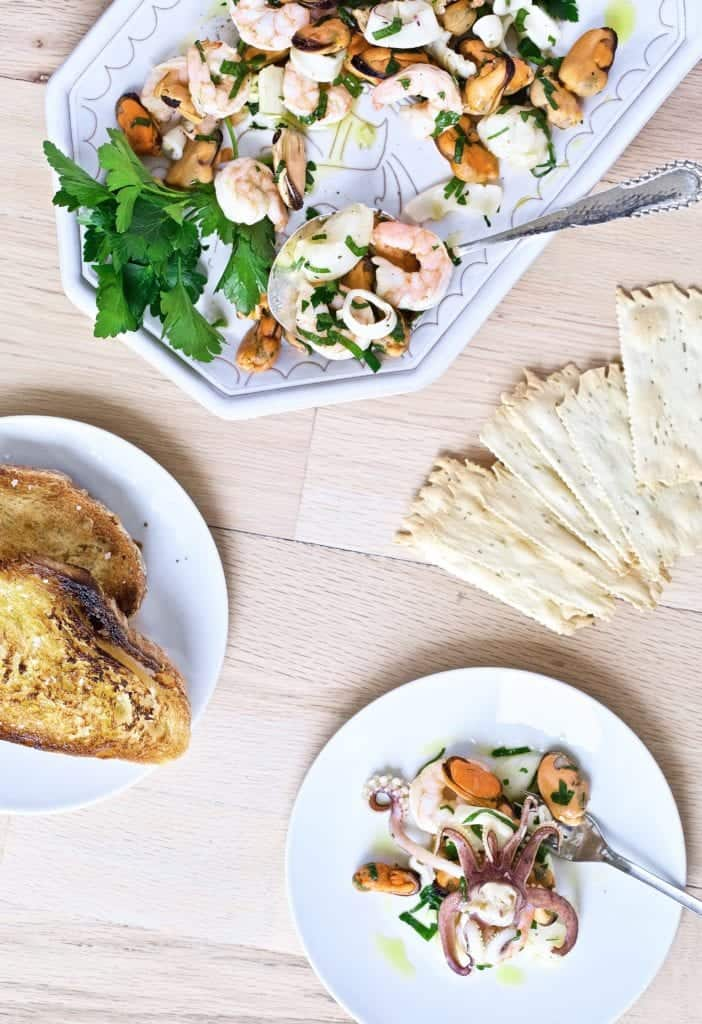 seafood- bread- crackers- appetizer