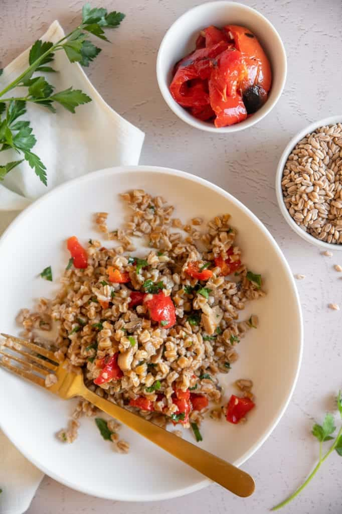 farro with red peppers and mushrooms